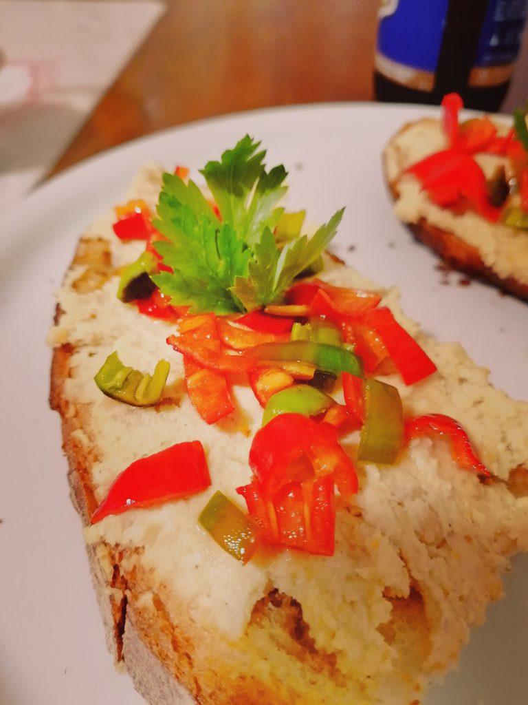 saponidea hummus con friarielli